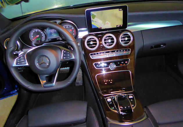2017-mercedes-benz-c300-dash