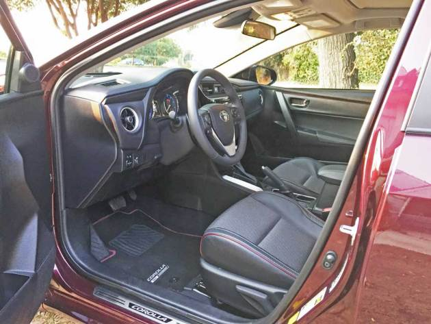 Toyota-Corolla-50th-Int
