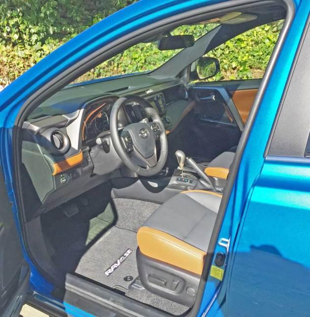 Toyota-RAV4-Hybrid-Int