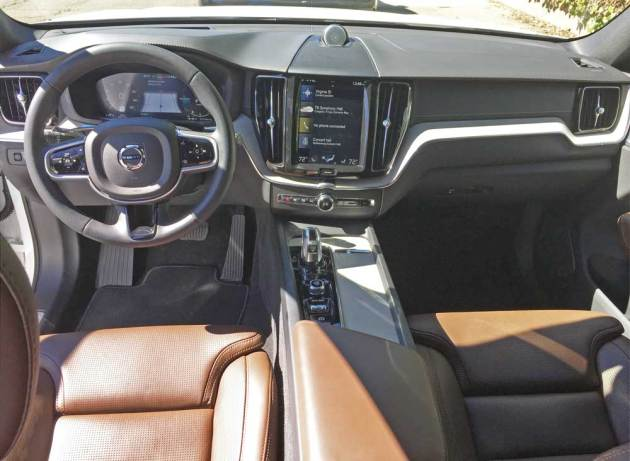 Volvo-C60-T8-e-AWD-Dsh