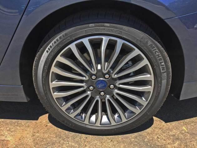 Ford-Fusion-Energi-Whl