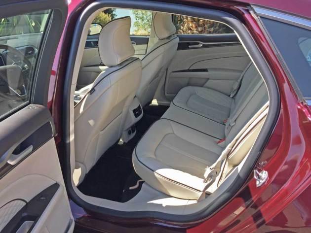 Ford-Fusion-Plat-Hybrid-RInt