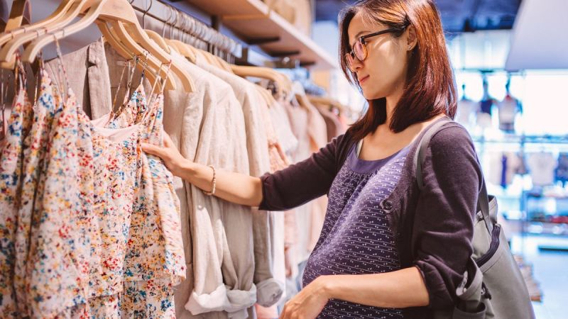 TIPS TO SHOPPING FOR MATERNITY CLOTHING