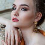 makeup girl-2366438_1920