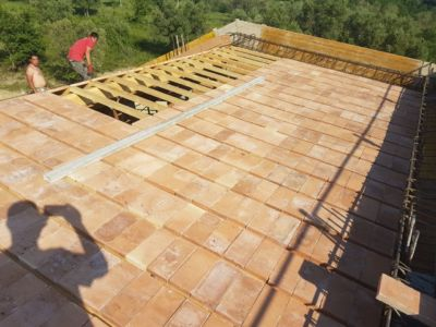 Placing Pianelle on Top of Beams of a new house being built in Le Marche