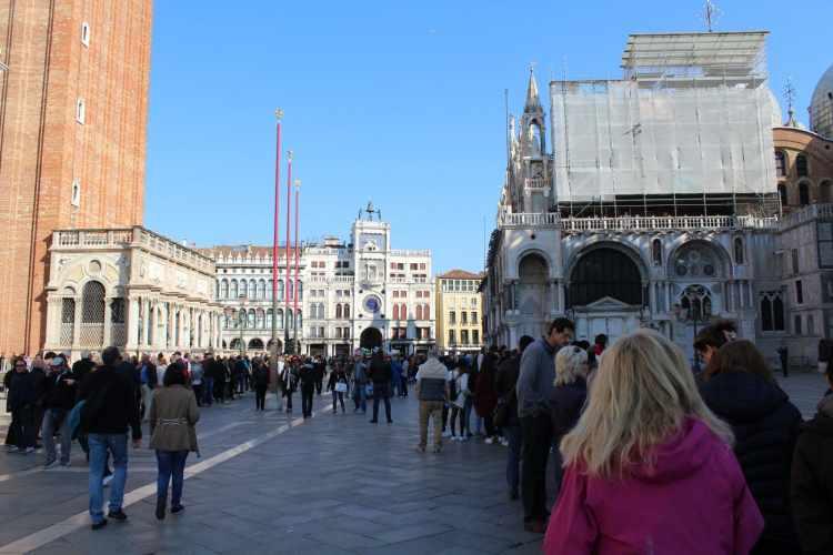 Basilica Saint Marco queue