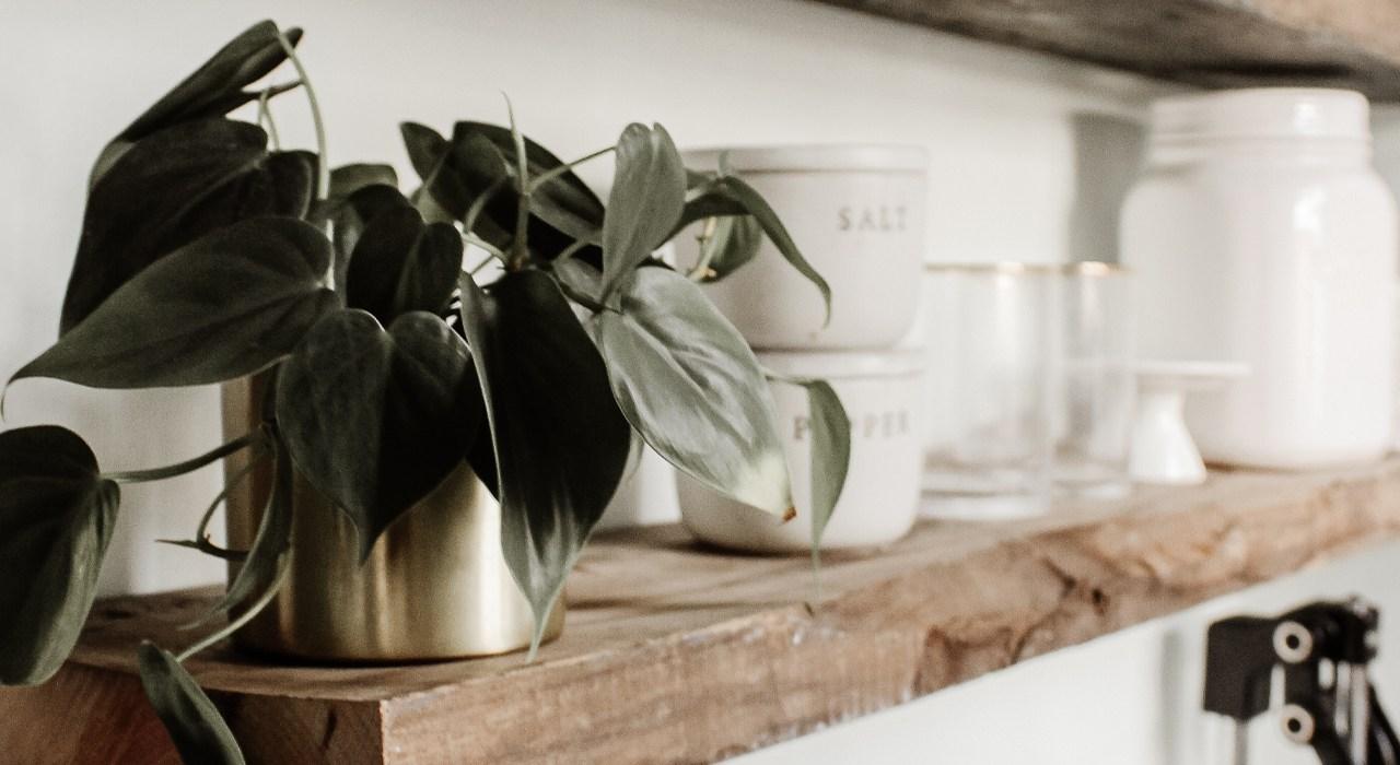 8 Tips for Kitchen Shelf Styling
