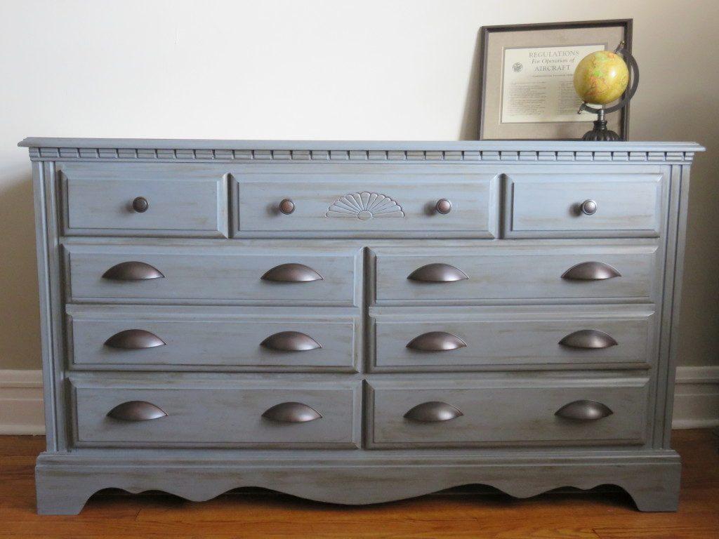 25 Farmhouse Style Gray Painted Furniture Ideas - Centsible Chateau #graypaintedfurniture #farmhousestyle