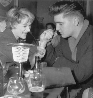 Elvis -arm wrestling- with Irene Mann at the Eve Bar in Munich (March 1959)