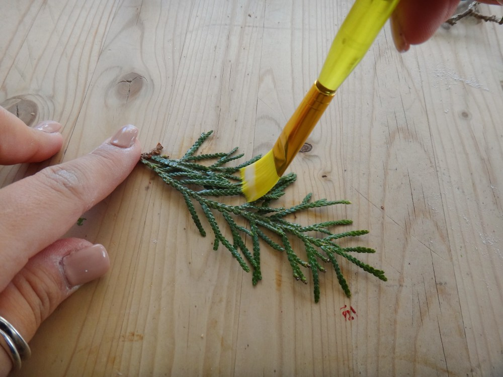 Mini Pine Branch Christmas Wreaths DIY Craft (4)