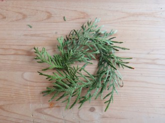 Mini Pine Branch Christmas Wreaths DIY Craft (8)