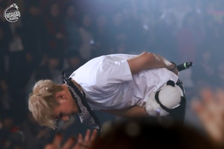 Tao bows to his fans