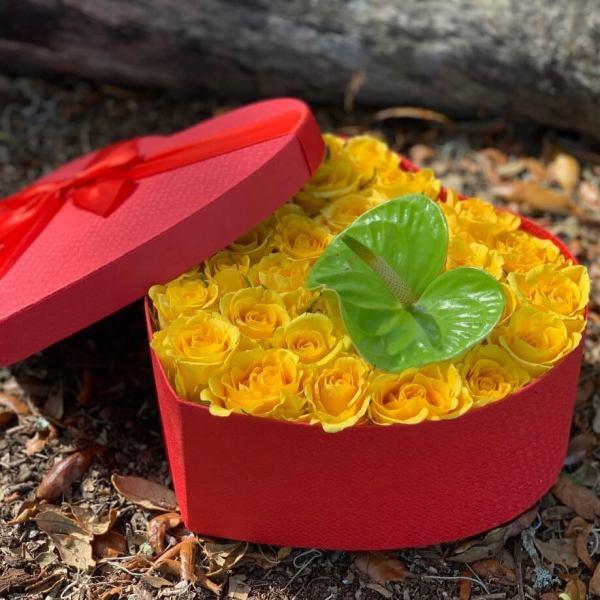 Romantic-Yellow-Roses