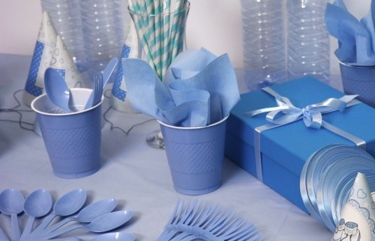 Simple kid party decor | ourguidetotheeveryday.com