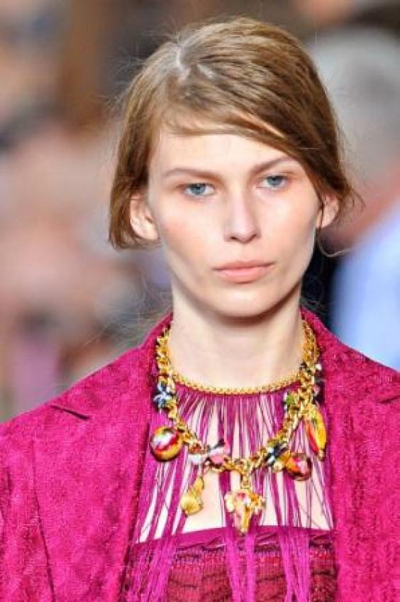 Trendy Side-parted Hairstyle for Fall 2011