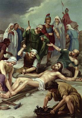 Gesù è inchiodato alla Croce