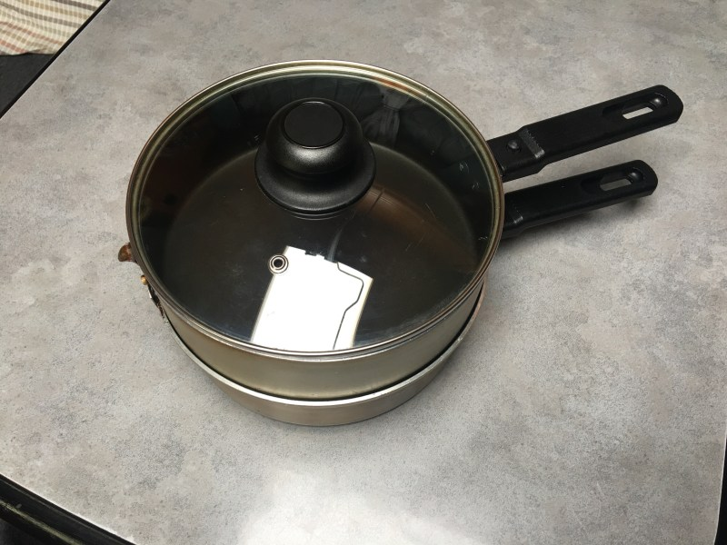 Double skillet as a stacked pan