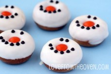 Snowman-Donuts-by-Love-From-the-Oven-550x366