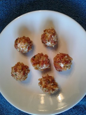 cheese-balls-rolled-in-pecan-mixture-2