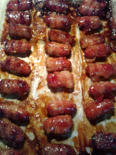 cooked-cocktail-sausages-wrapped-in-bacon