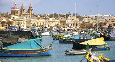 """Les """"luzzu"""", bateaux de pêche traditionnels"""