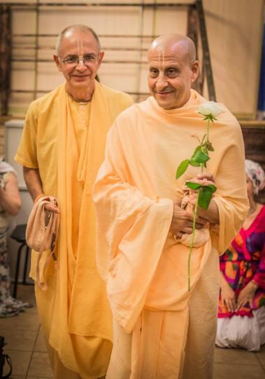 bhakti-vijnana-goswami-maharaj-and-radhanath-swami-maharaj