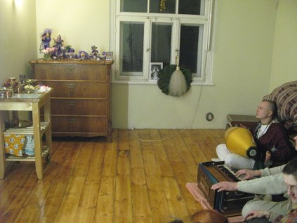 Shelter for Souls - 2 Hours Kirtan at 27 Jan 2014 (1)