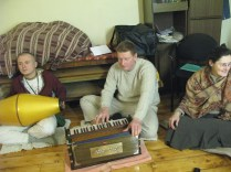 Shelter for Souls - 2 Hours Kirtan at 27 Jan 2014 (4)