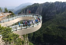 the longest glass skywalk in the world in chongqing