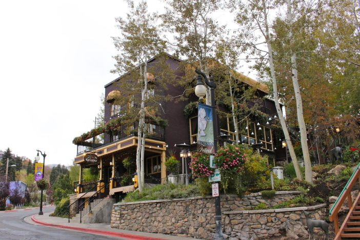 A foodie parent's guide to where to eat in Park City, Utah (that's kid-friendly too!) #familytravel #parkcity // Family Travel | Travel with Kids | USA Travel | Utah Travel | Foodies | Restaurant Recommendations | Ski Vacation