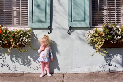 Self-guided walking tour of Charleston's historic neighborhood. #charleston #familytravel // Family Travel | Travel with Kids | Best Cities in the US | Family-Friendly Itinerary | Kid-Friendly Vacations | United States | USA Travel | Southern US | South Carolina
