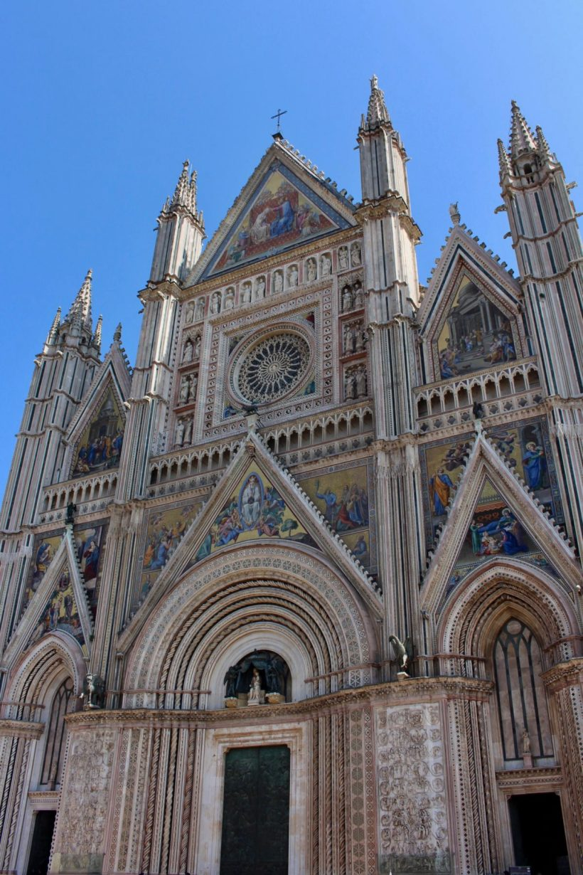 Orvieto, Italy is the perfect stop between Florence and Rome. Here's why! // Italy Itinerary   Umbria   Family Travel   Italy with Kids   Vineyards   Agriturismo   Orvieto Duomo   Local Italy