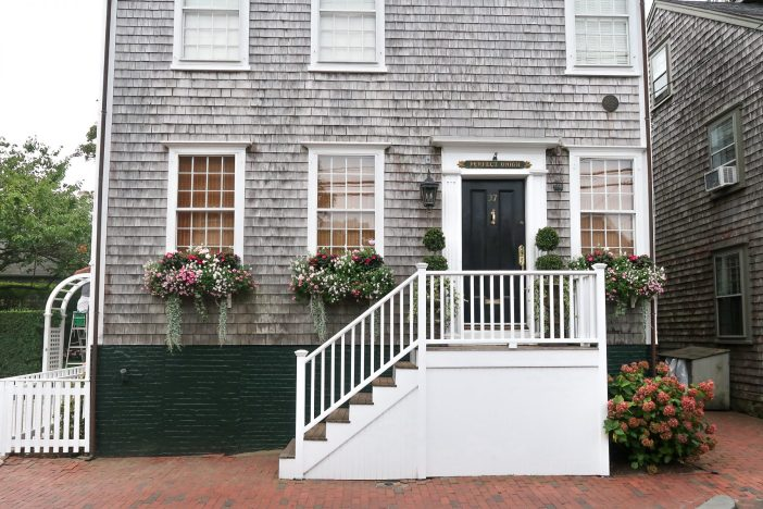 How to spend the perfect day on Nantucket Island with kids. #nantucket #ack #capecod #familytravel #travelwithkids // Family Travel Destinations | Travel with Kids | Family Vacation Ideas | New England Bucket List | Nantucket Day Trip | Top Places in United States | Best Cities in US for Families | Best Things to Do on Nantucket | Where to Stay | Family-Friendly Itinerary