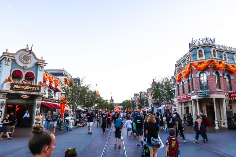 Planning a trip to Disneyland with kids under 5 (babies, toddlers or preschoolers)? Read how to plan one perfect day at Disneyland California (+get a free printable rides map + planner!) #disneyland #california #disney #ustravel #familytravel // Family Travel Destinations | Travel with Kids | Family Vacation Ideas | California Bucket List | Best Time to Visit Disneyland | Best Rides for Toddlers | Disneyland with Baby | Disneyland Tips | What to Eat at Disneyland | Disneyland Itinerary | Where to Stay | Day Planner | What to Pack for Disneyland