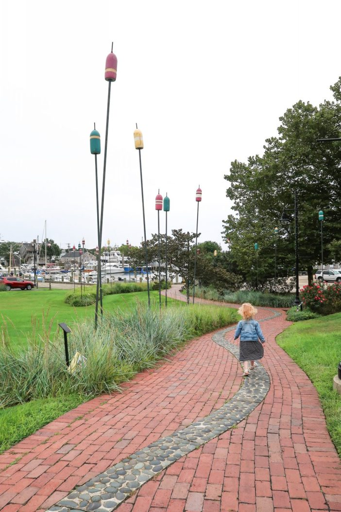 Planning a trip to Cape Cod with kids? Here's 8 fun things to add to your itinerary for the perfect Cape Cod vacation with kids. #capecod #massachussetts #usa #familytravel // Family Travel Destinations   Cape Cod Itinerary   Cape Cod Things to Do   Best Beaches   Where to Stay in Cape Cod   Best Cities to Visit   Where to Eat   Kid-Friendly Activities   Family Hotels   Provincetown Day Trip   Nantucket vs. Martha's Vineyard   Family Hotels   Boston Day Trip   New England Cities