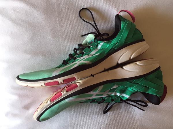 lightweight-travel-sneakers