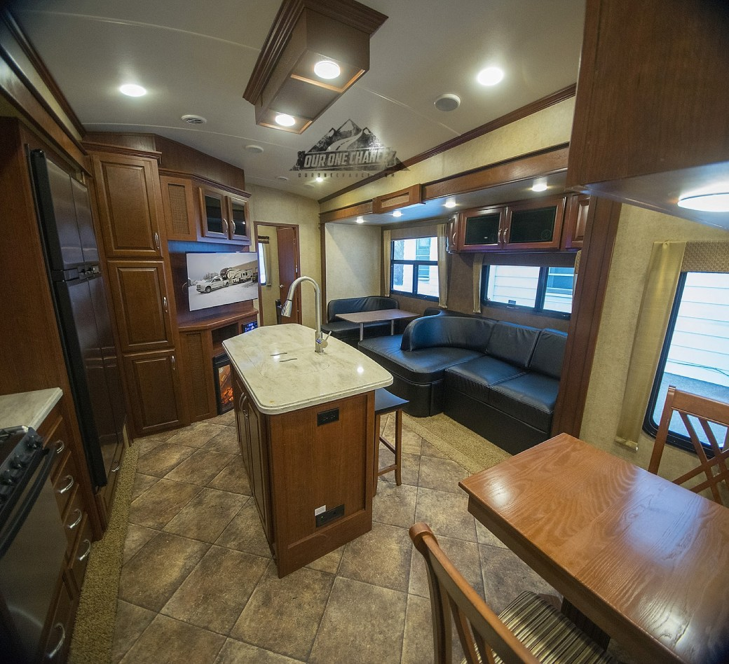 Bay Hill Fifth Wheel RV Living Room Remodel_0002