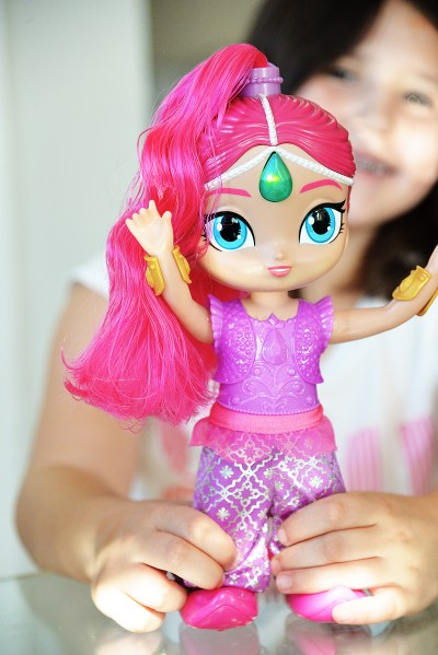 Shimmer and shine genie dance side to side movement
