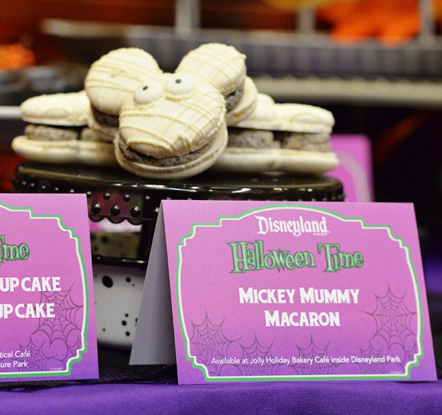 Jolly Holiday Bakery Café Mickey Mummy Macaron disneyland halloween