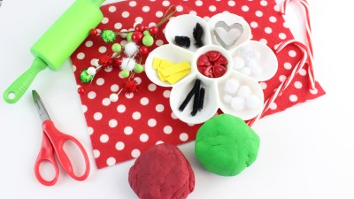 Crafting With Kids - The Grinch Playdough