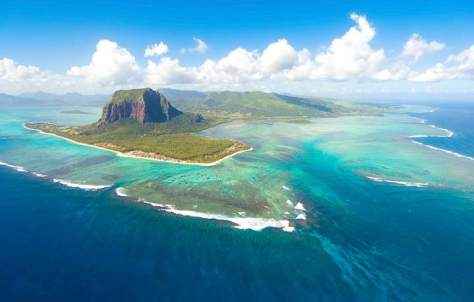 Underwater waterfall illusion (Mauritius)