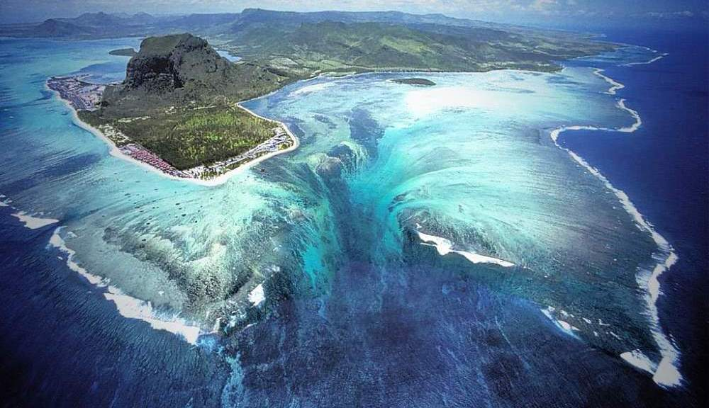 Underwater waterfall illusian, Mauritius