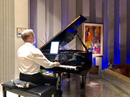 Richard Steinbach gives a concert