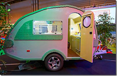 lego-brick-camping-trailer-1-1050x700_thumb[1]