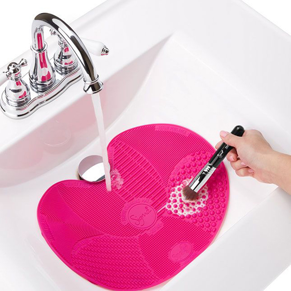Sigma-Spa-Brush-Cleaning_Mat