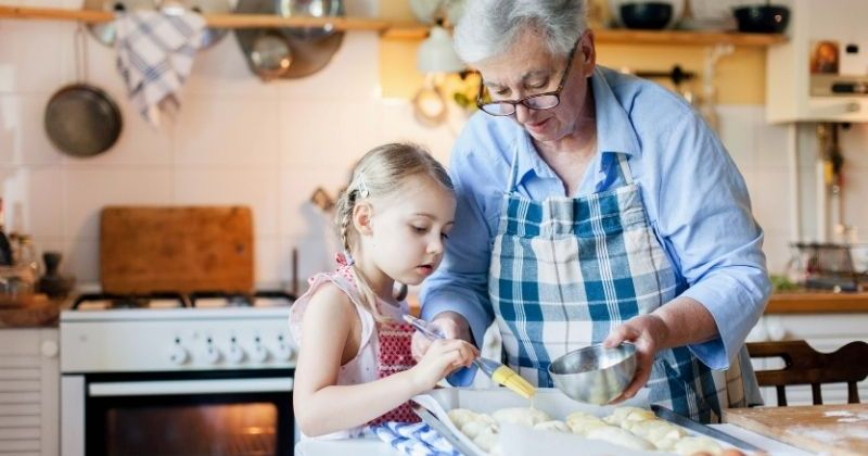 An easy Thanksgiving dessert you can make with grandchildren
