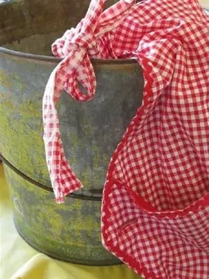 pretty aprons for women