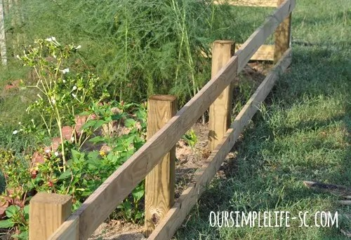 build a wood pallet fence