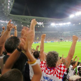 fans cheering after Juventus scored