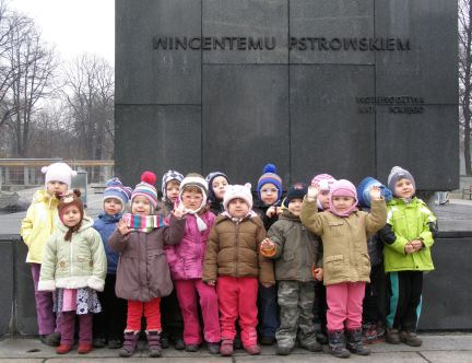 kids under the monument